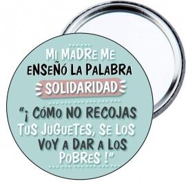 """Chapa espejo Mi madre me enseñó la palabra solidaridad. """"Cómo no recojas los juguetes se lo voy a dar a los pobres"""""""