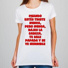 Camiseta personalizada - Cuando estés triste nunca, pero nunca, bajes la cabeza. Te sale papada y se ve horrible